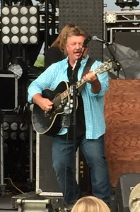 Joe Diffie performing at WCOL Country Jam '15