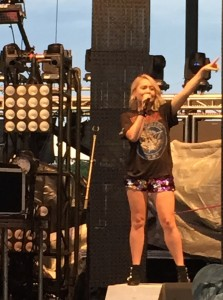 RaeLynn performing at WCOL Country Jam '15